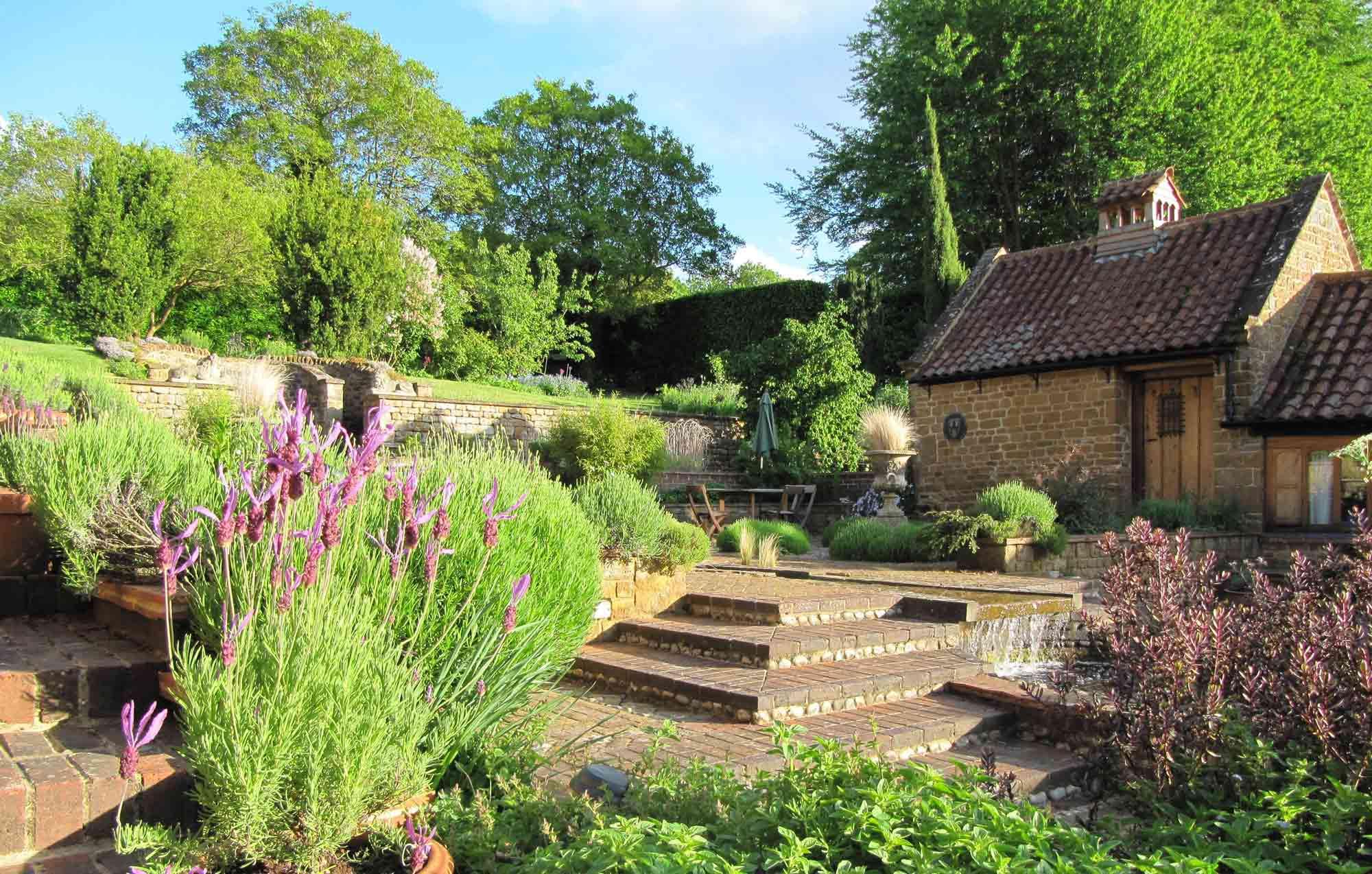 Heath Farm Cottages - Courtyard Steps