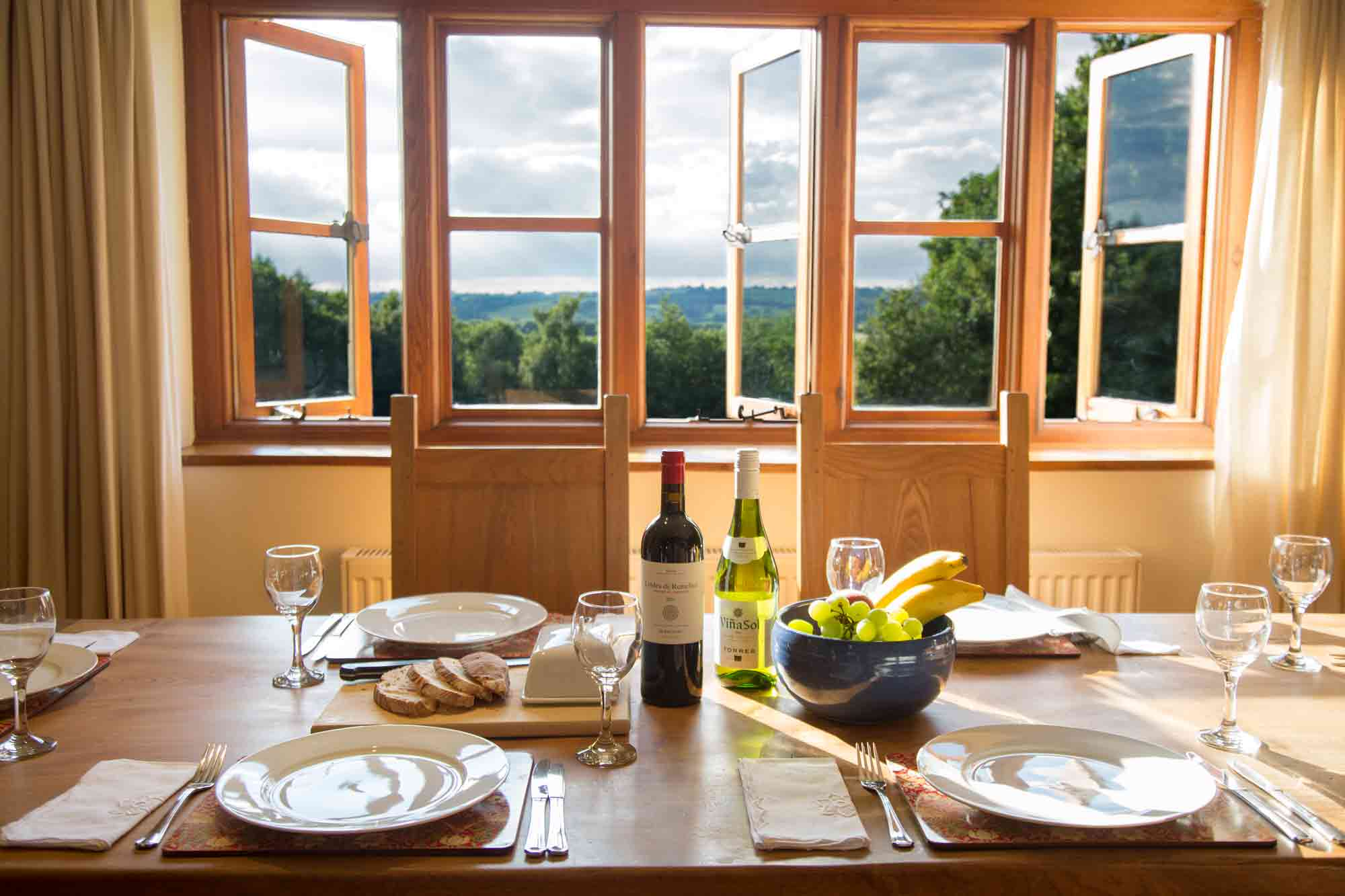 Cobnut - Heath Farm Cottages - Chipping Norton - Dining Table Views